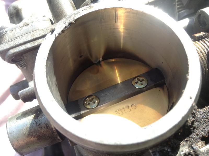 prend mal ces tours+fumee blanche autour collecteur echapemment suite a jeu au soupapes Img_0912