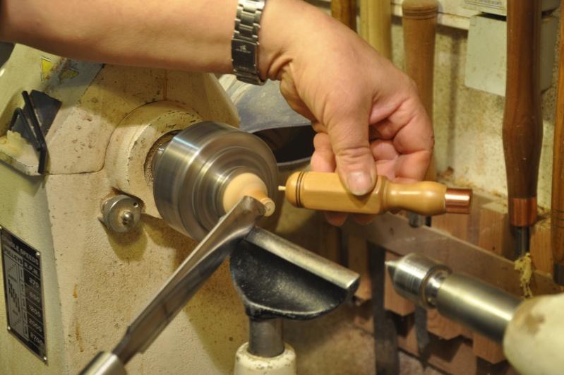 Tournage d'un manche modele londonien en buis. Making  a London pattern boxwood  chisel handle. 00510
