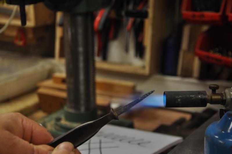 Tournage d'un manche modele londonien en buis. Making  a London pattern boxwood  chisel handle. 01710