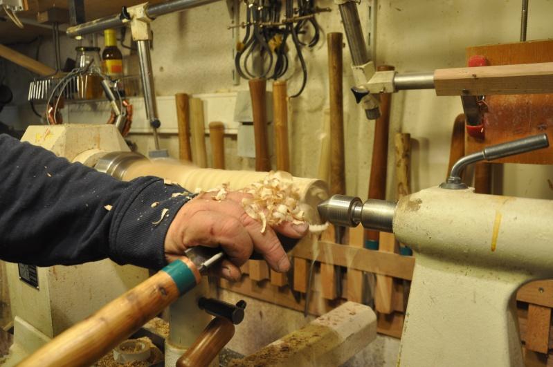 Tournage d'un manche de ciseau à bois munie d'une soie  ( turning a handle for a tang type chisel) 05610