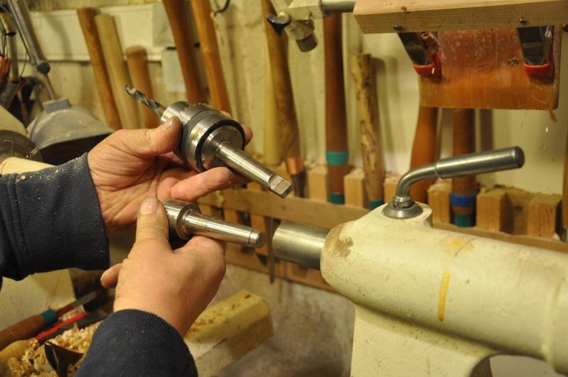 Tournage d'un manche de ciseau à bois munie d'une soie  ( turning a handle for a tang type chisel) 08810