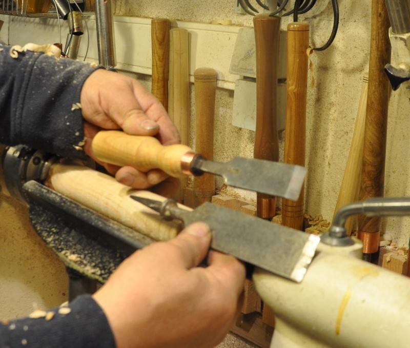 Tournage d'un manche de ciseau à bois munie d'une soie  ( turning a handle for a tang type chisel) 09810
