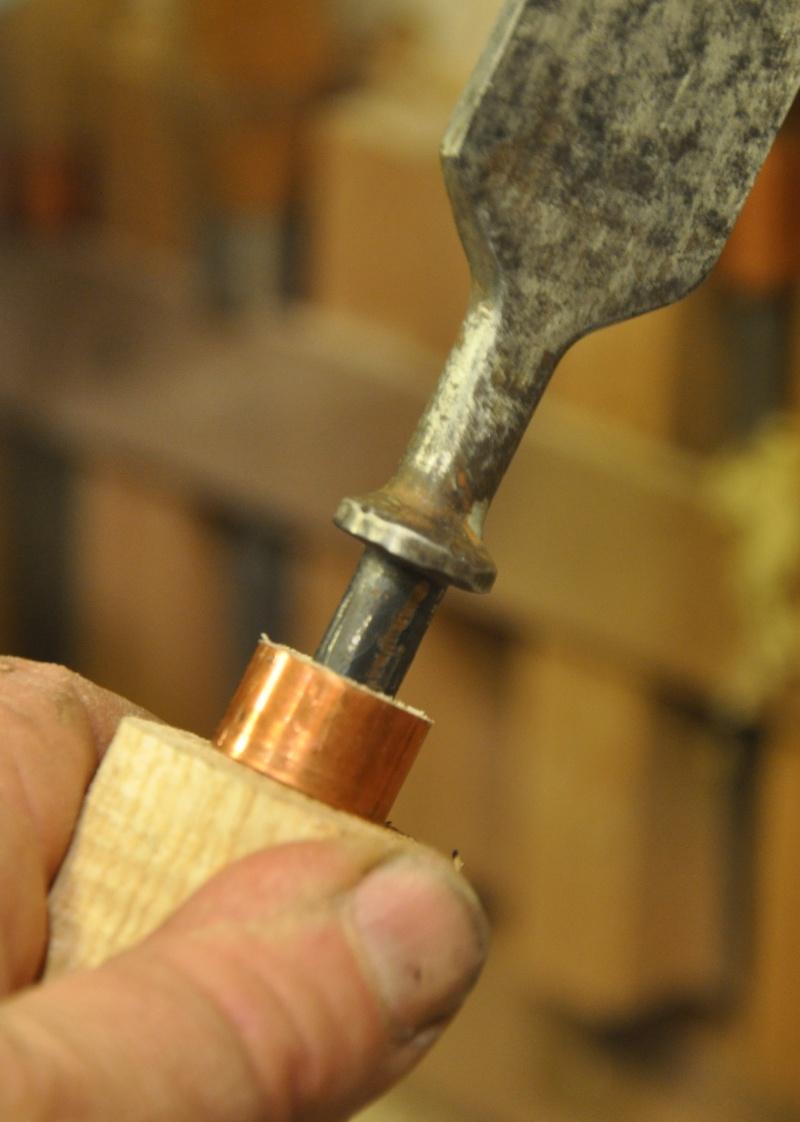 Tournage d'un manche de ciseau à bois munie d'une soie  ( turning a handle for a tang type chisel) 10710