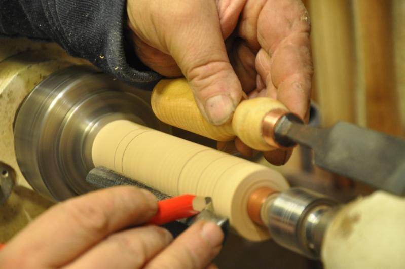 Tournage d'un manche de ciseau à bois munie d'une soie  ( turning a handle for a tang type chisel) 10910