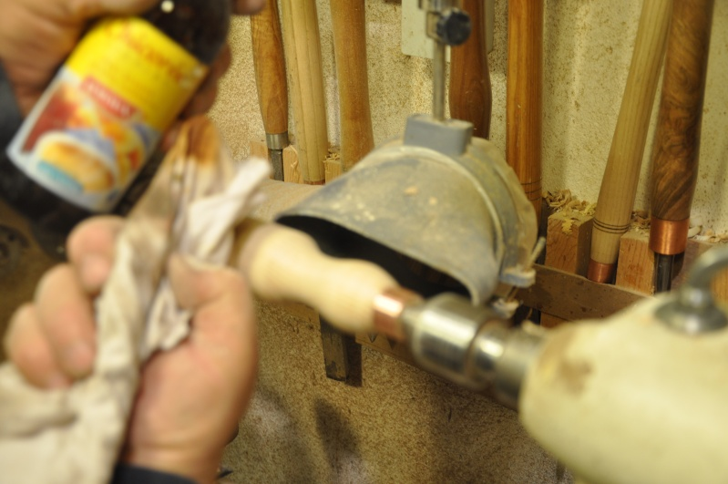 Tournage d'un manche de ciseau à bois munie d'une soie  ( turning a handle for a tang type chisel) 12510