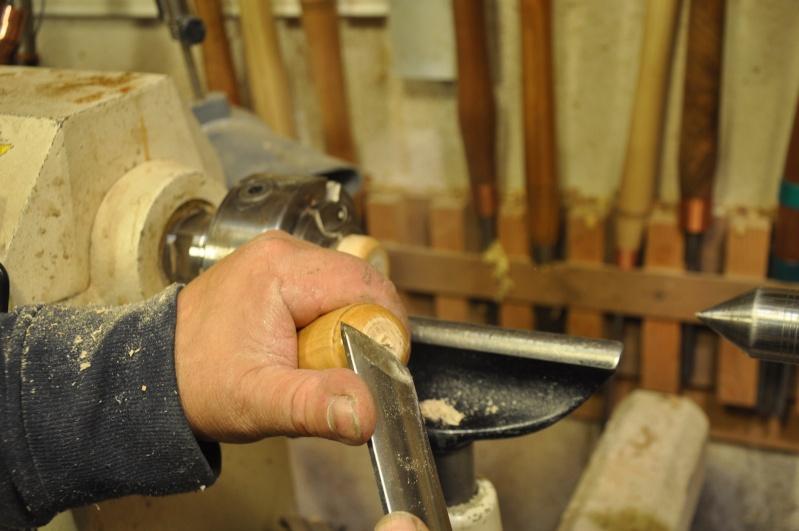 Tournage d'un manche de ciseau à bois munie d'une soie  ( turning a handle for a tang type chisel) 13510