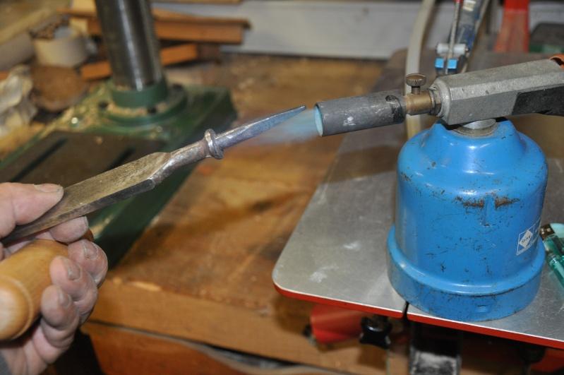 Tournage d'un manche de ciseau à bois munie d'une soie  ( turning a handle for a tang type chisel) 13710