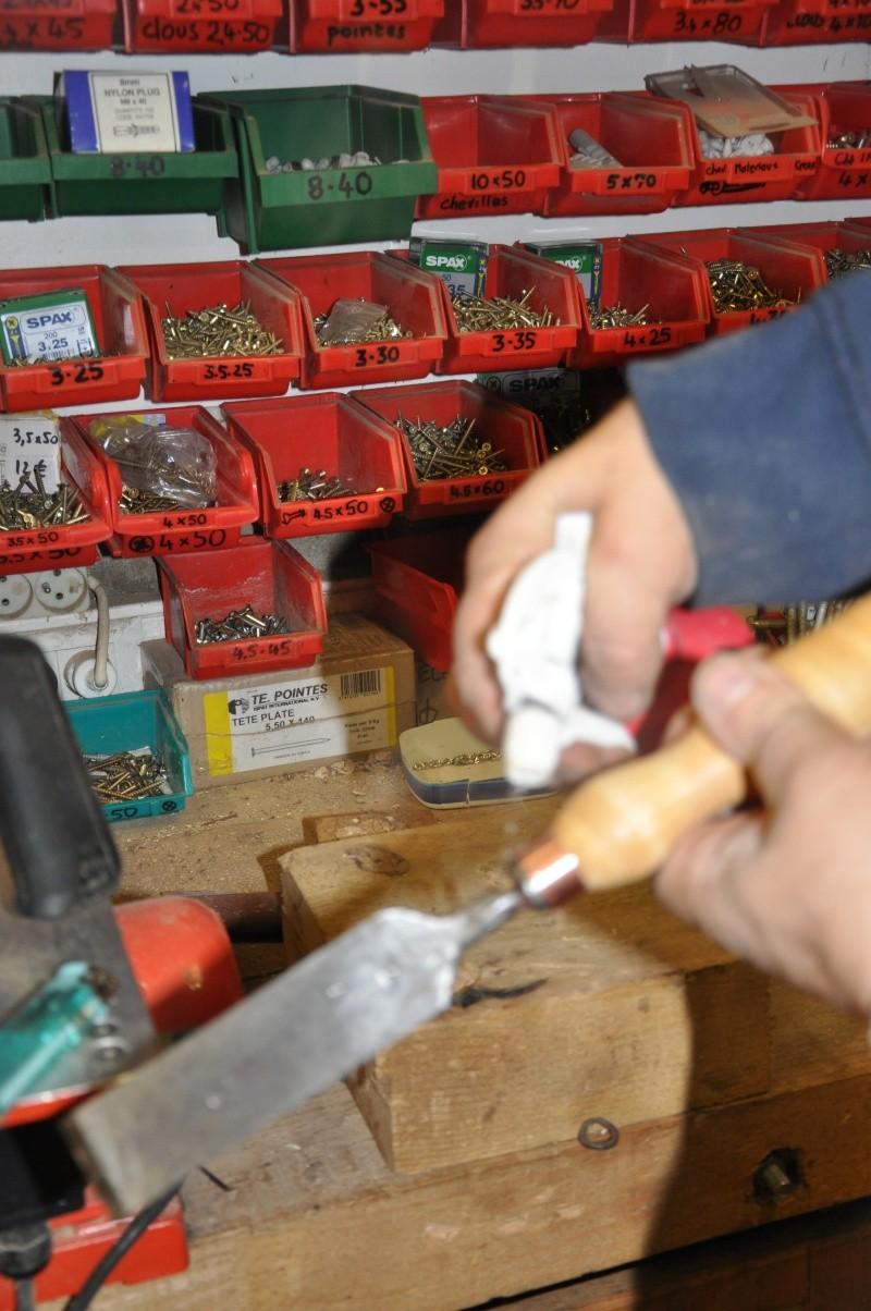 Tournage d'un manche de ciseau à bois munie d'une soie  ( turning a handle for a tang type chisel) 14410