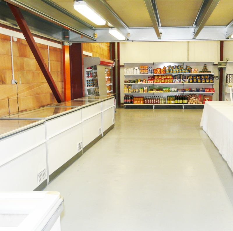 L'association humanitaire Oasis d'Amour ouvre le 14 mai une épicerie sociale à Chavanoz  dans l'Isère. P1160710
