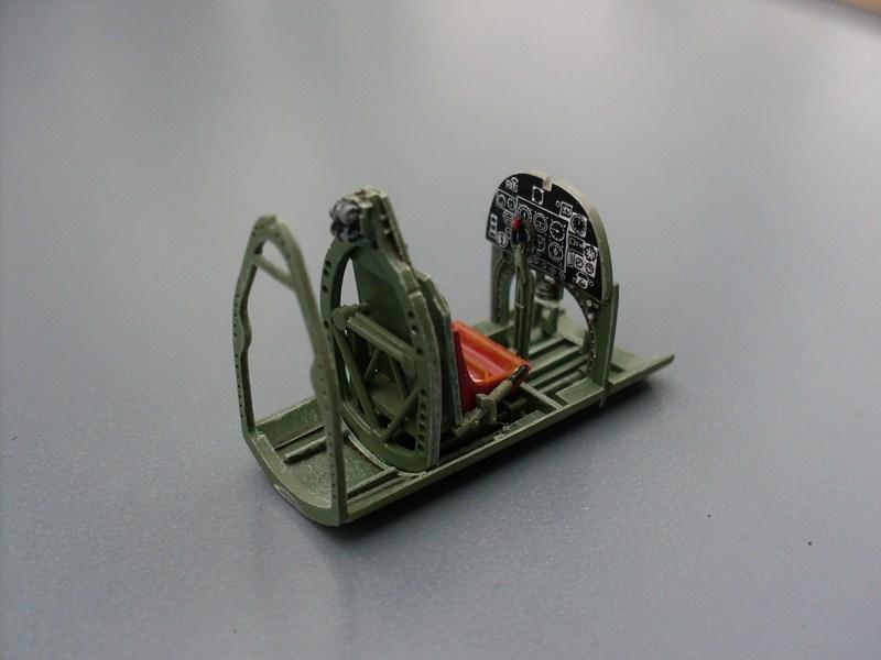 Supermarine Spitfire IX 1:48e [ICM] Spitfi17