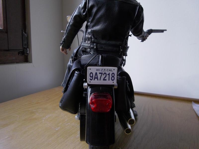 hot Toys Terminator 2 + custom harley fatboy broum broum brouuuuuum Imgp0611