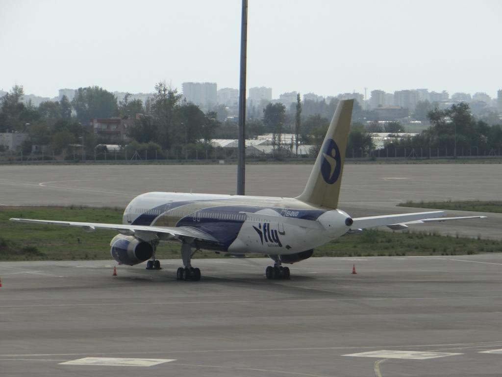 Aéroport d'ANTALYA (Turquie) Dsc02710