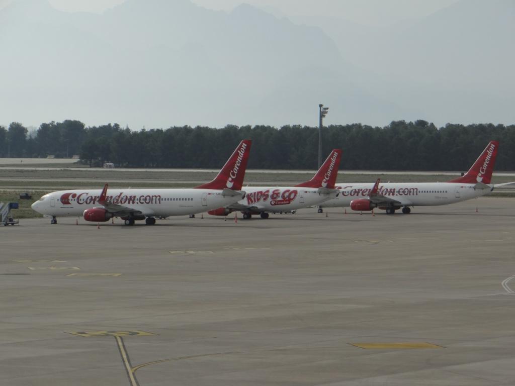 Aéroport d'ANTALYA (Turquie) Dsc02711
