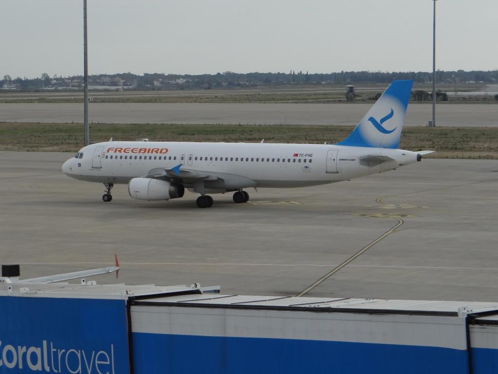 Aéroport d'ANTALYA (Turquie) Dsc02812