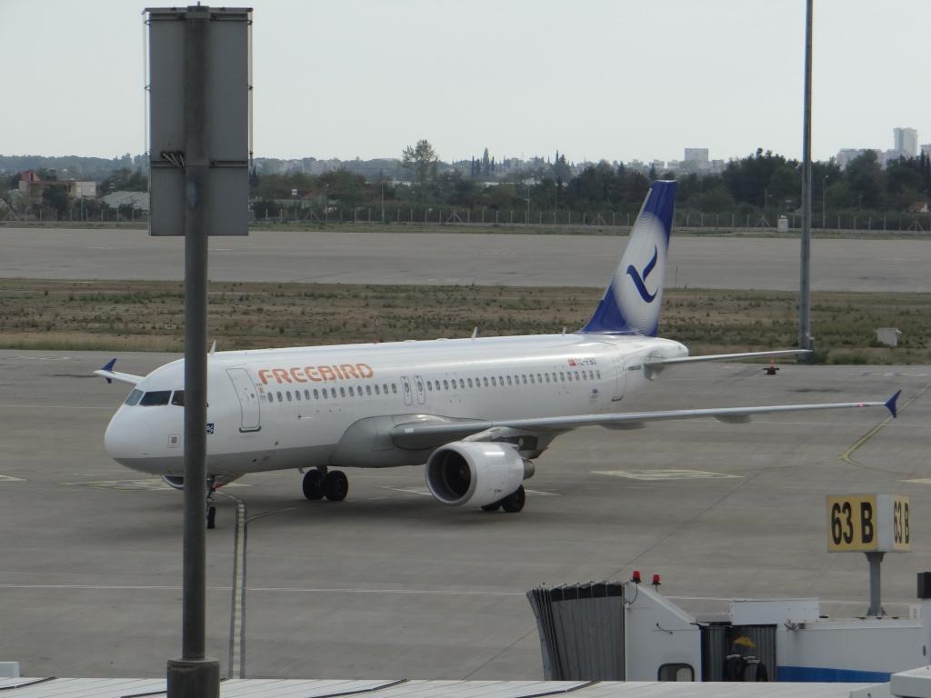 Aéroport d'ANTALYA (Turquie) Dsc02815