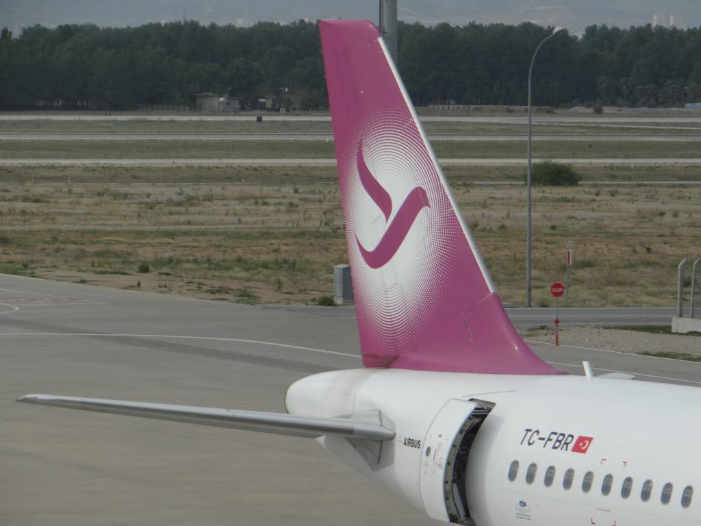 Aéroport d'ANTALYA (Turquie) Dsc02816