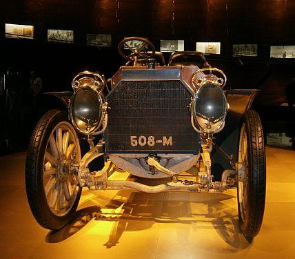 Im Mercedes-Benz Museum 1221210