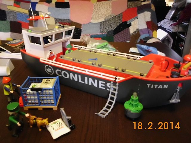 Feuerlöschboot aus einem Frachter - was man so basteln kann ..  191