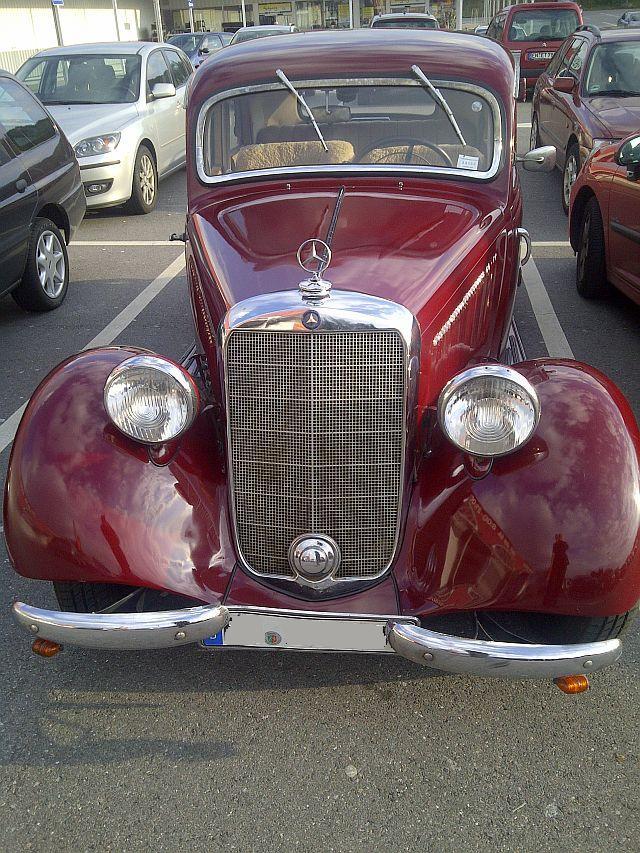 """Mercedes 170 V - auf dem Parkplatz """"schnappgeschossen""""  220"""