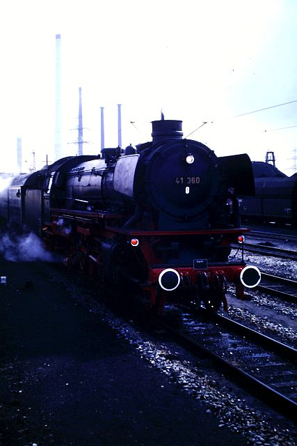 41 360 mit 74 1192 und RAG D08 auf der WbHE in Wanne 1986 260