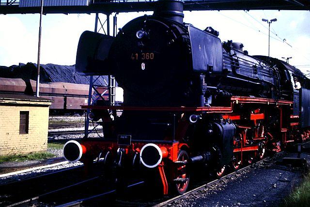 41 360 mit 74 1192 und RAG D08 auf der WbHE in Wanne 1986 351