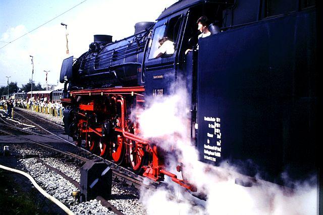 41 360 mit 74 1192 und RAG D08 auf der WbHE in Wanne 1986 437