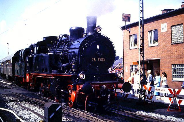 41 360 mit 74 1192 und RAG D08 auf der WbHE in Wanne 1986 528