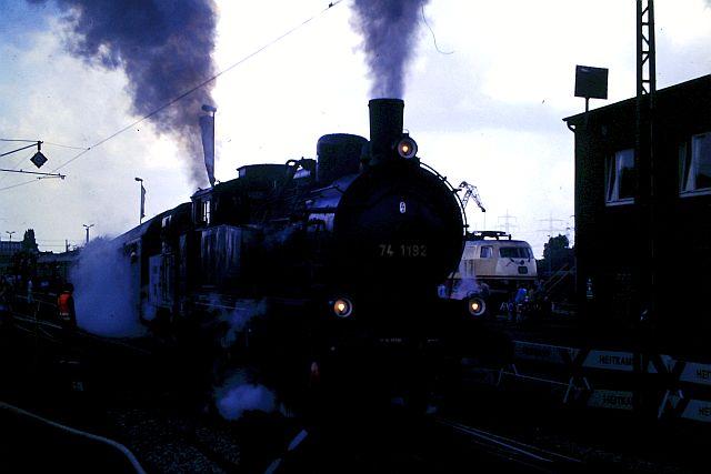 41 360 mit 74 1192 und RAG D08 auf der WbHE in Wanne 1986 623