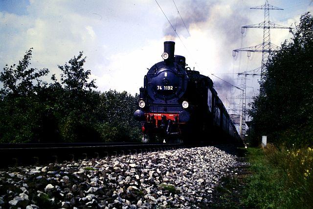 41 360 mit 74 1192 und RAG D08 auf der WbHE in Wanne 1986 913