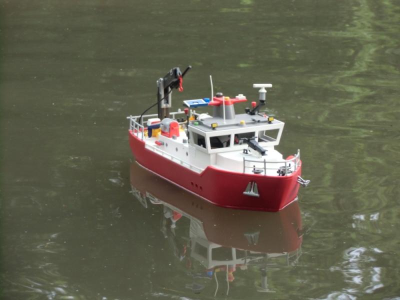 Feuerlöschboot aus einem Frachter - was man so basteln kann ..  Cimg0911