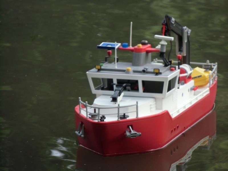 Feuerlöschboot aus einem Frachter - was man so basteln kann ..  Cimg0912