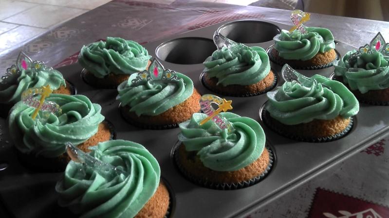 Cupcakes : recettes et décors simples - Page 19 2014-052