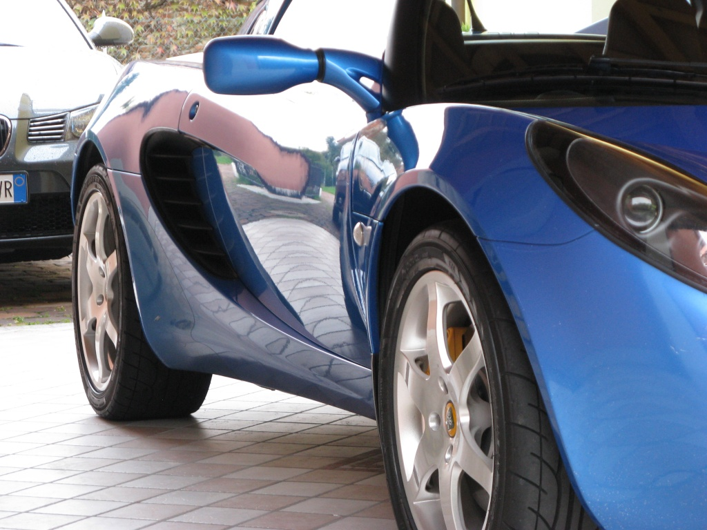 ELMO Car Care vs Lotus Elise S2 laser blu Img_6415