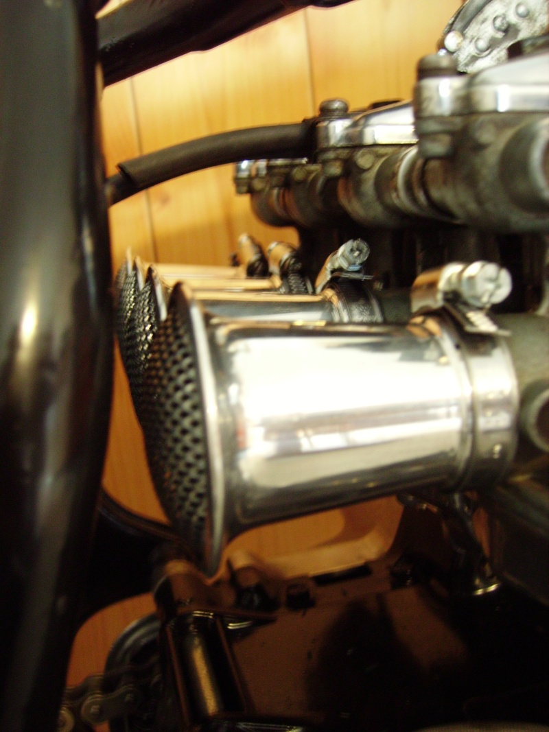 café racer sur honda 400 super sport  - Page 4 Imgp0610