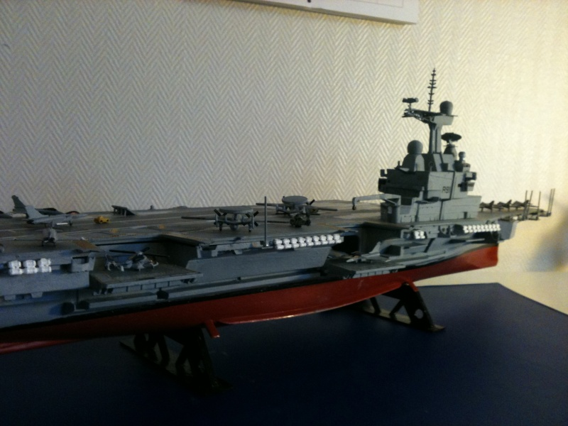 Porte-avions Charles de Gaulle au 1/400 Heller Img_8010