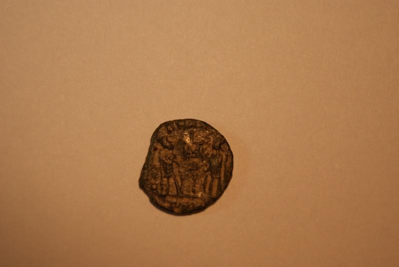 Constantin II - GLORIA EXERCITVS de Trèves  Gauloi11