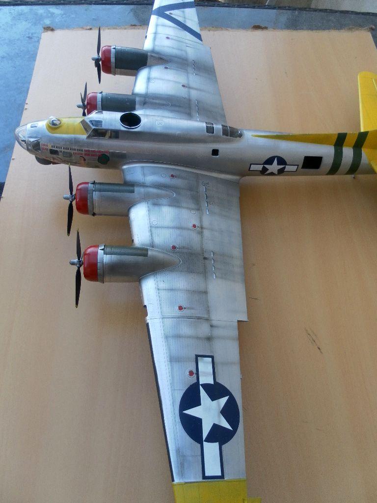 B 17G HK model 1/32° Sam_0513
