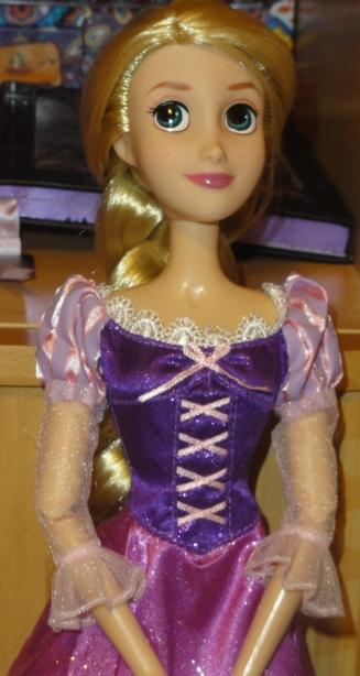 Disney Princesses Singing Dolls - Page 2 Dsc05611