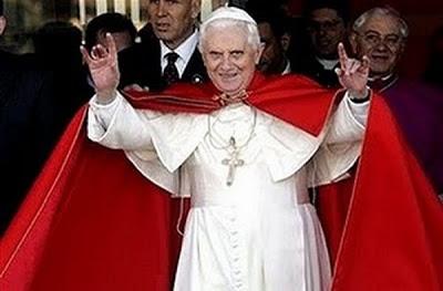 Le pouvoir occulte du Vatican, participation secrète avec les régimes totalitaires. - Page 3 Papasa10