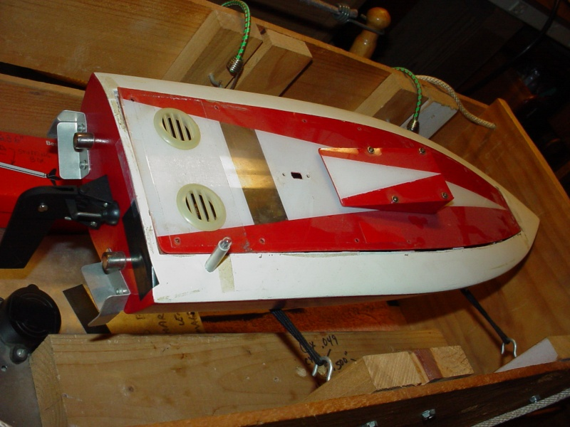 Finish on a maghogany Chris-Craft EP speed boat My_dum10