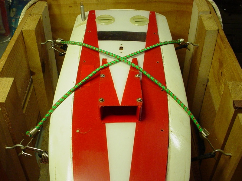 Finish on a maghogany Chris-Craft EP speed boat My_dum11