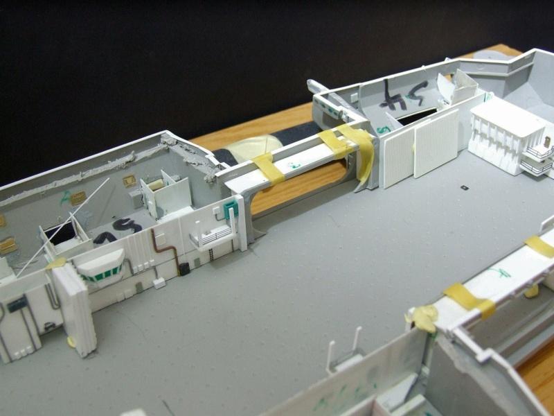 USS Nimitz CVN 68 de chez Trumpeter à l'échelle 1/350 B_110
