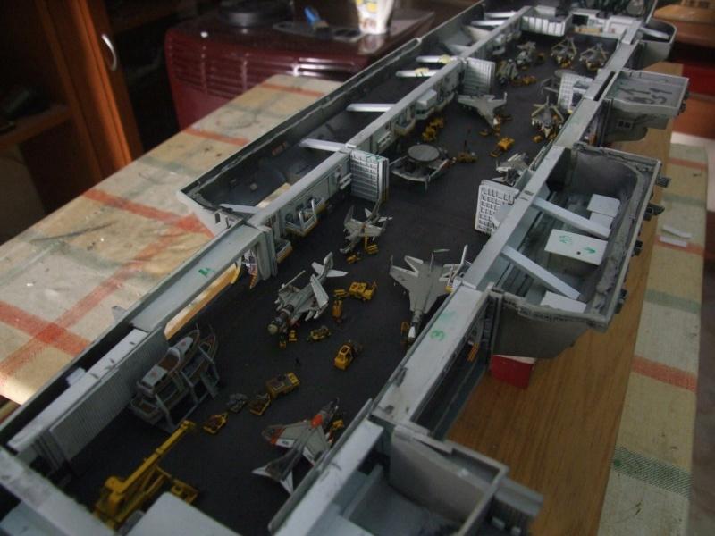 USS Nimitz CVN 68 de chez Trumpeter à l'échelle 1/350 B_210