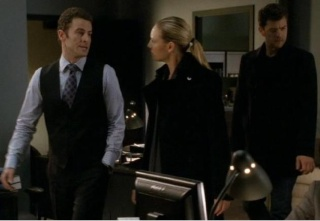 2x16 Olivia. In The Lab. With The Revolver. Eee10