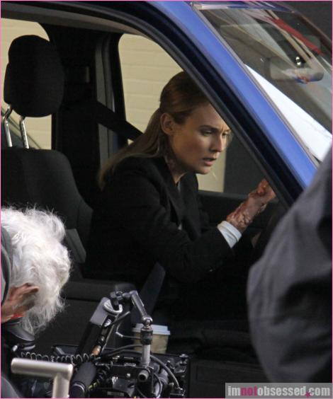 2x16 Olivia. In The Lab. With The Revolver. Infpho10