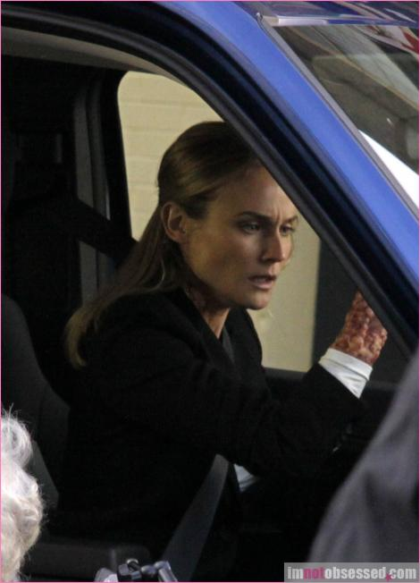 2x16 Olivia. In The Lab. With The Revolver. Infpho11