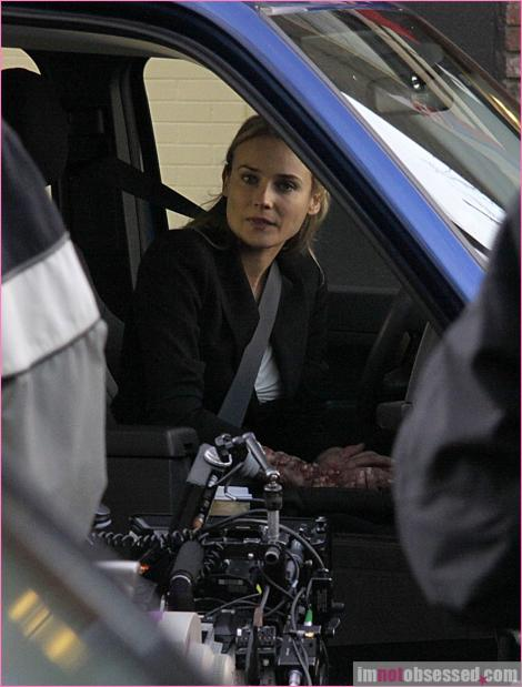 2x16 Olivia. In The Lab. With The Revolver. Infpho12