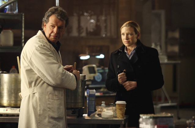 2x16 Olivia. In The Lab. With The Revolver. Olivia10
