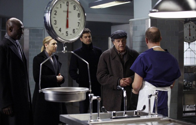 2x16 Olivia. In The Lab. With The Revolver. Olivia11