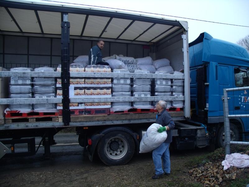nouveau camion de bouchons en partance pour l'Alsace Gedc2110